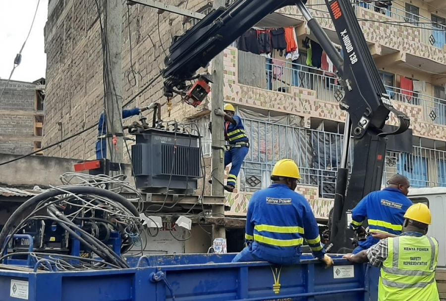 Nairobi South Operations & Maintenance team prepare to remove a transformer during a crackdown on illegal connections in AA, Villa Franca, Imara Daima.