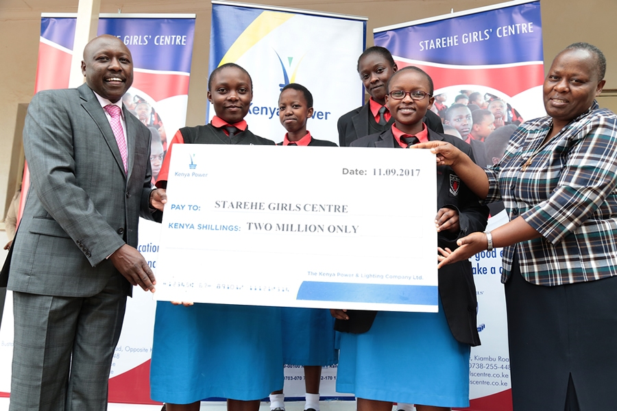 MD & CEO Dr. Ken Tarus hands over a cheque of KSh2 Million to beneficiaries of #KenyaPowerEndowmentFund at Starehe Girls High School.