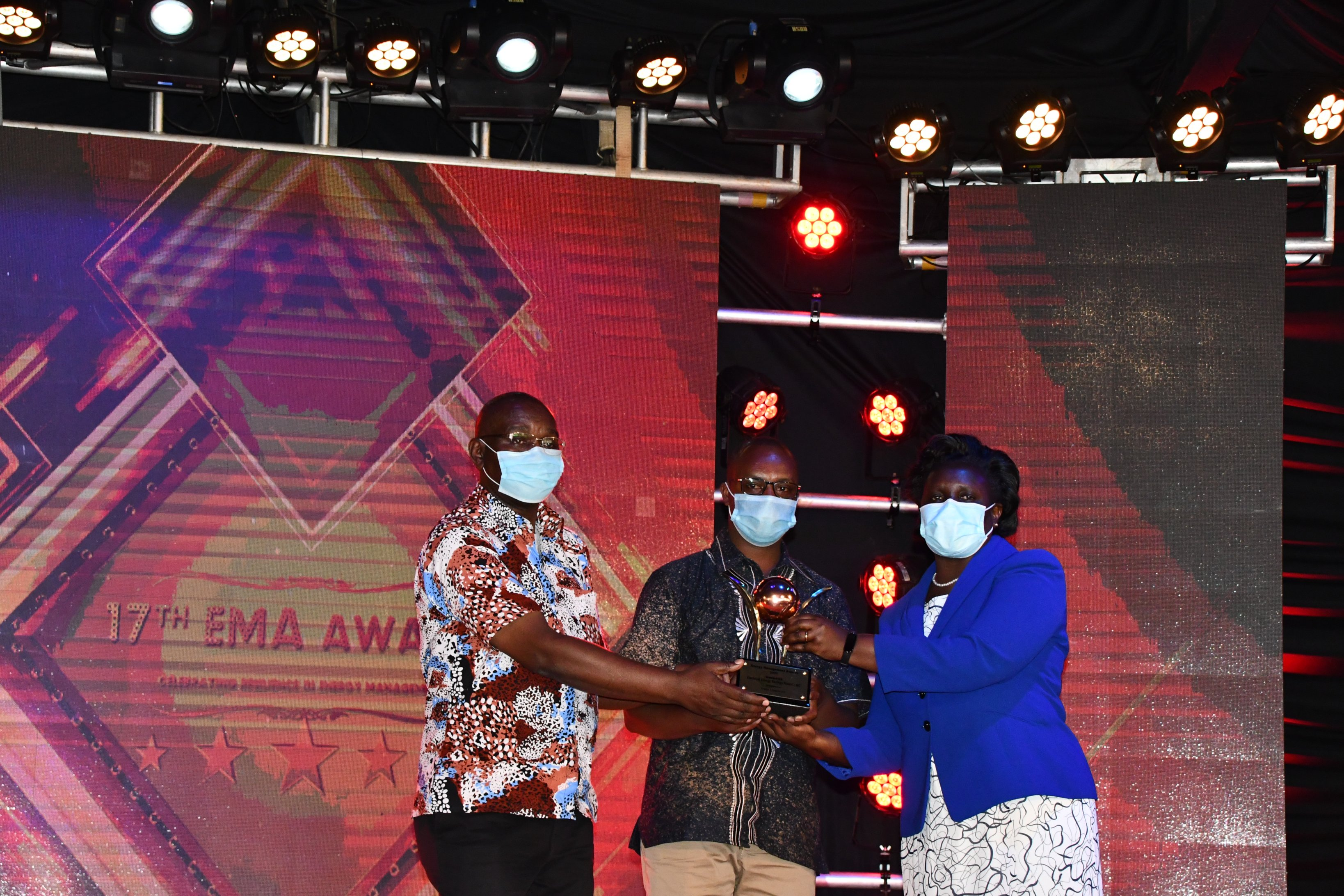 Acting MD & CEO Eng. Rosemary Oduor, presents an award to Umoja Rubber for emerging winners in the Renewable Energy Category, during the recent EMA Awards at Safari Park Hotel, Nairobi.