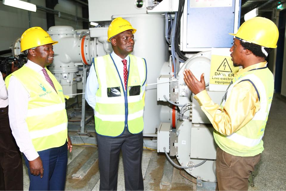 A member of staff takes Enegry CS Hon. Charles Keter and PS Eng. Joseph Njoroge on an inspection tour of National Control Centre 09-01-2018.