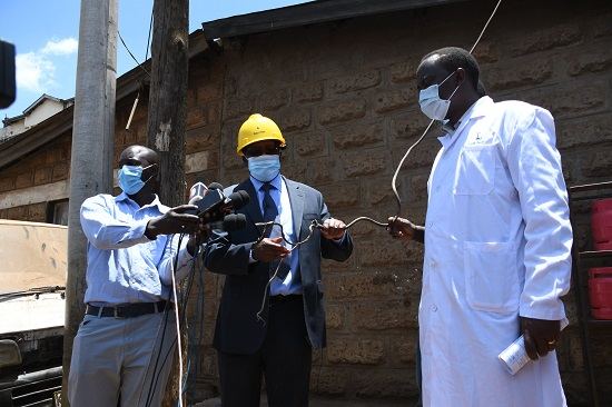 MD & CEO Mr. Bernard Ngugi accompanied by GM, Network Mgt, Eng. Charles Mwaura inspect a vandalised power cable. The 220kV cable evacuates bulk power supply from Embakasi Substation to the City Centre
