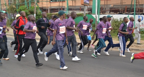 Deputy President William Ruto joins participants in the Beyond zero half marathon